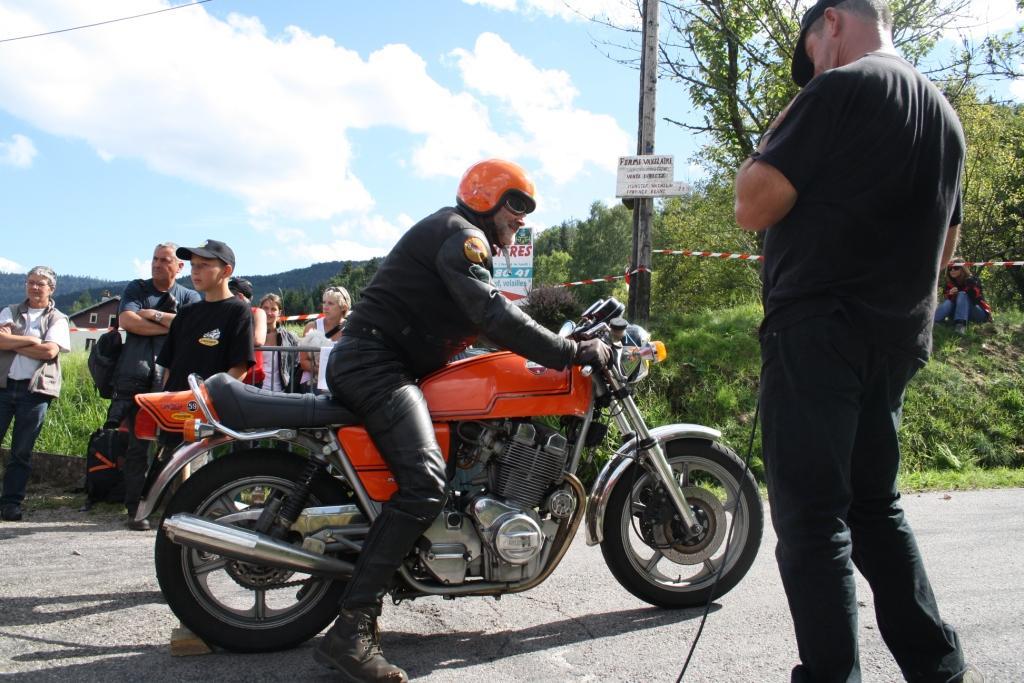 Il faut un grand gaillard pour ce genre de moto